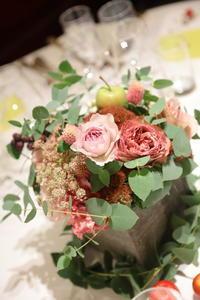 秋の装花 紅茶とセピアピンクとくすんだ葉で 代官山PACHON様へ - 一会 ウエディングの花