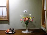 秋桜と書いてコスモスそして、旬のニガウリの小品花 - 活花生活(2)