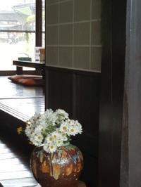藁葺き屋根のお店でわっぱ飯ランチ - E*N*JOY