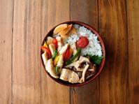 10/26(木)鶏と3色PPの塩炒め弁当 - おひとりさまの食卓plus