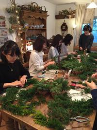 クリスマスリース2016レッスンレポート☆世界にひとつだけのリース♪ - Brindille Diary フラワースクール ブランディーユのBlog
