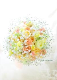 ラウンドブーケ 八芳園様へ 柔らかパステルミックスのバラに、かすみそうを雪のように - 一会 ウエディングの花