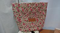 リバティキルトバック製作途中&ティッシュケース付きポーチ&小さな布のパッチワーク - AssortClothのハンドメイドダイアリー