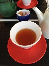 黒いお盆と赤い茶托 - うつわ愛好家 ふみの のブログ
