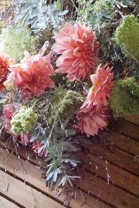 心で束ねたダリアのブーケ♪大人の修学旅行最終章 - お花に囲まれて