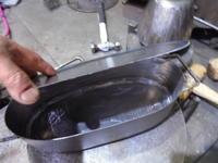 形が違うフライパン - 金属造形工房のお仕事