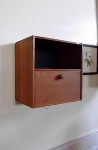 壁掛け式 小さな飾り棚 - デンマーク家具・スーク・ことのまま日記
