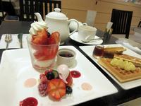 【タカノフルーツパーラー】国産苺とベリーのワッフル【横浜高島屋】 - お散歩アルバム・・秋空の頃