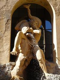 宮殿中庭の力強い噴水 (Palazzo ducale di Sassuolo 7) - エミリアからの便り