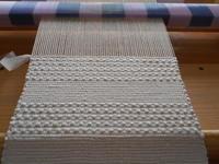 不織布で裂き織り  、        ブルーとグリーンの経糸を取りました - あずきの裂き織りの部屋