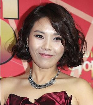 IU似の芸人、シン・ボンソン 鼻がマイケルジャクソン化! ハン・ジミン似? 鼻整形の大変さを語る?好きなタイプは日韓ハーフのカンナム - 韓国芸能人の紹介 整形 ・ 韓国美人の秘訣       TOP