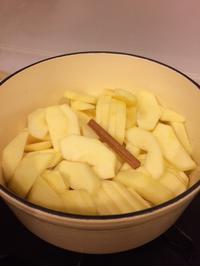 琺瑯鍋でリンゴを蒸して - Kitchen Paradise Aya's Diary