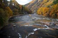 吹割の滝と紅葉 - 四季の予感