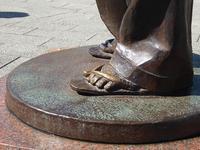 寅さんの左足の雪駄を撫でてきた♪さくらのサンダルも撫でてきた♪柴又散歩 - ルソイの半バックパッカー旅