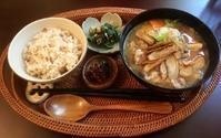 11月12日(日)・13日(月)の営業時間は12:00~16:00です。今月は豚汁祭り&セール開催中!今日の豚汁は…♪♪ - miso汁香房(ロジの木)