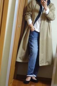 フード付きダウンベストをインナーとしてコートの下に着こんで - おしゃれ自己満足日記