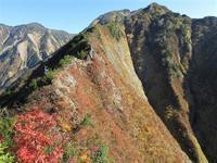 南魚沼市ひとりぼっちの越後三山縦走八海山からオカメノゾキを越えて中ノ岳避難小屋へMount Nakanodake in Minamiuonuma, Niigata - やっぱり自然が好き