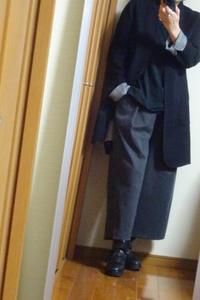黒のロングジャケットと幅広パンツ - おしゃれ自己満足日記