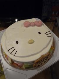 キティちゃん風なケーキ - e-cake 開業からの・・その後~山梨県甲州市のカップケーキ屋「e-cake」ができるまで since 2010.1.~