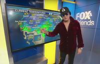 KISSのGene Simmonsが、米TV番組で天気予報を担当 - 帰ってきた、モンクアル?