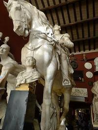 彫刻のある美術館のようなバール (Roma 7) - エミリアからの便り