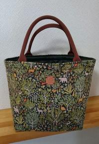 細コールの動物&森プリントのトートバッグ - AssortClothのハンドメイドダイアリー