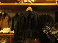 """DEAD STOCK 1900's VINTAGE WOMENS BLACK DRESS SHIRTS""ってこんなこと。 - THE THREE ROBBERS ってこんなこと。"