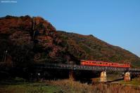 秋の金川鉄橋。 - 山陽路を往く列車たち