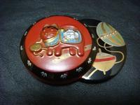 アンティーク 古い帯留め 漆 蒔絵 狛犬 - アンティーク(骨董) テンナイン