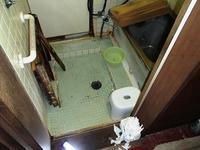 浴室のタイル貼りの洗い場の床がグラグラ - 快適!! 奥沢リフォームなび