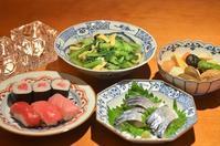 鮪のお寿司/〆鯖/炊き合わせ/小松菜とお揚げの煮浸し/若布のお味噌汁 - まほろば日記
