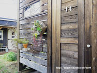 ウッドロングエコを塗って4年が経ったデッキの壁とドア!今こんな感じです。 - 暮らしをつくる、DIY*スプンク
