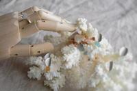 蝶々のピアス - 石と銀の装身具