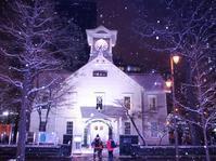 雪の舞う札幌時計台 - 北国の花鳥風月