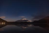 逆さ富士と笠雲 - 風景写真家みっちいいい