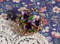 エナメルの菫とラインストーンのブローチ -  Der Liebling ~蚤の市フリークの雑貨手帖2冊目~