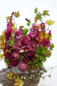 生徒さん渾身の作、萌ゆる秋のコンポジション - お花に囲まれて