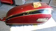 XS650Eとかいう古いヤマハバイクのタンクの塗装とか。その1。 - DRESS OUT  White Blog