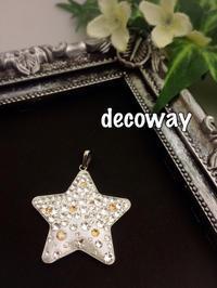 星のネックレス…と、リス。 - Smile Decoway!