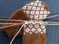 手袋編んでます - D-E