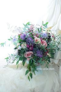 クラッチブーケ 如水会館さまへ あなたの財宝に。紫とユーカリ、かかえるほどの大きさで - 一会 ウエディングの花