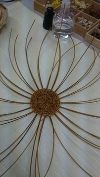 ラタン編み 丸形トレー - 毎日を丁寧に暮らす。木の実アレンジメント