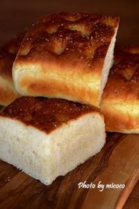 じゃがいもフォカッチャとレーズンパン - 森の中でパンを楽しむ