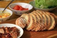 シェーブルのパンでサンドウィッチ - ぶん屋の抽斗