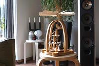 KNUTH NEUBER SEIDENER KUNSTGEWERBE -Teelichtpyramide Treppe mit Seiffener Kirche, natur - buckの気ままなblog。