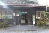 川根温泉笹間渡駅を通過するクリスマストーマス - 子どもと暮らしと鉄道と
