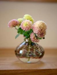ぽんぽん菊、それから - 宙吹きガラスの器