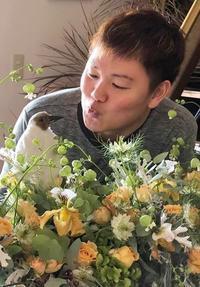 ペンギンを飼うフローリスト?! - お花に囲まれて