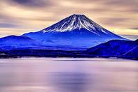 夕暮れ時の青い富士 - 風の香に誘われて 風景のふぉと缶