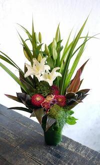 お供えのアレンジメント。釧路市東川町に発送。2017/12/24着。 - 札幌 花屋 meLL flowers